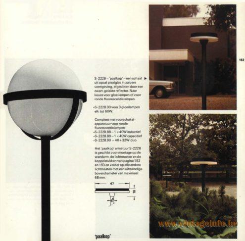 Raak Outdoor Lighting 'Kosmos' - S-2290, S-2299 and S-2228 'Paalkop'