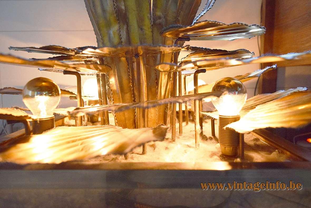 Maison Jansen Cattail and Water Lilies Floor Lamp, burned brass, 1970s, 1980s, Hollywood Regency, bulrush