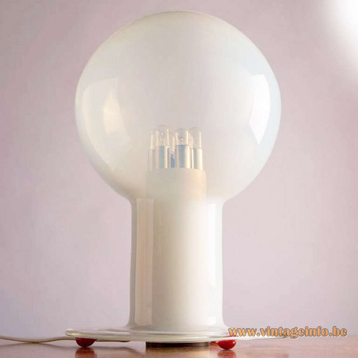 Renato Toso Nefele Table Lamp, Leucos, Murano, Italy, 1960s, hand blown milky crystal glass