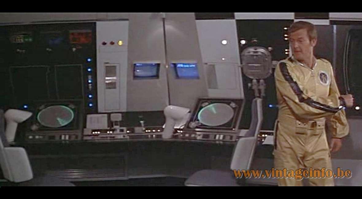 James Bond - 11 - Moonraker 1979 - Harvey Guzzini Sorella