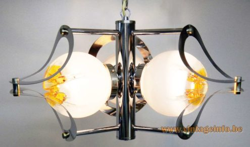 AV Mazzega Chandelier - 3 globes - Photo: Ger