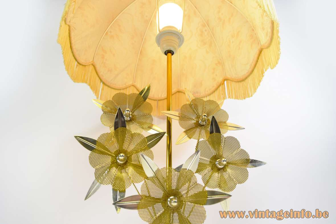 Flower Kitsch Table Lamp