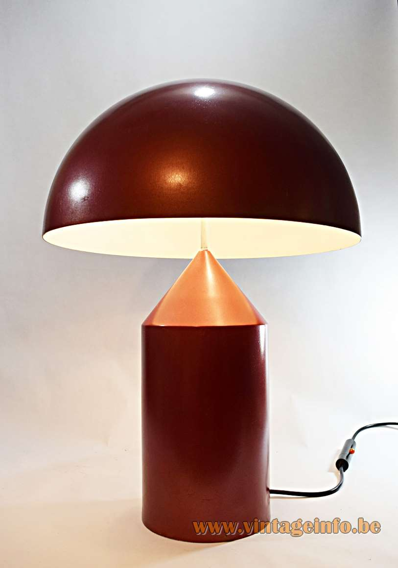 Oluce Atollo Table Lamp model 233 design: Vico Magistretti 1977 mushroom lampshade round base 1970s MCM