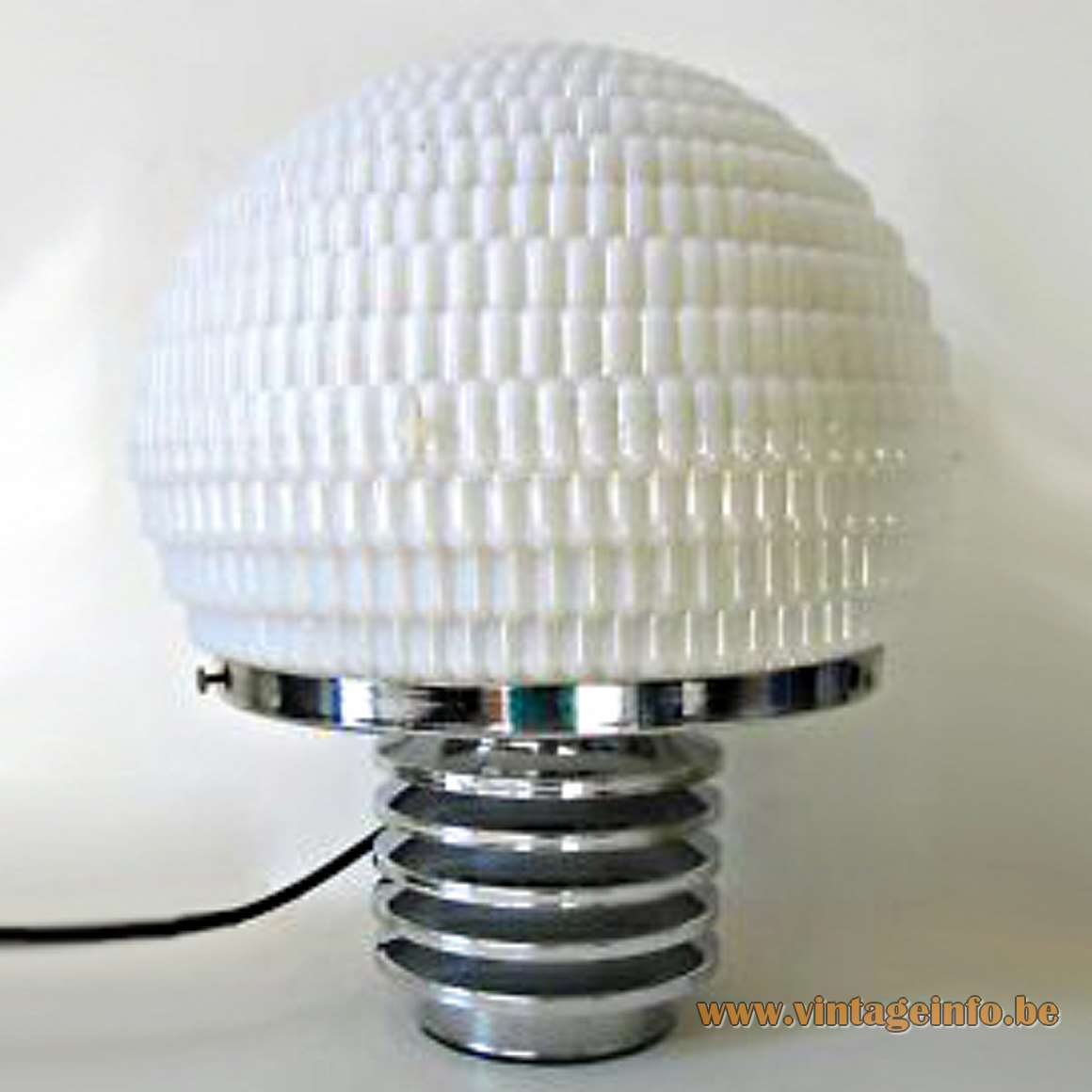 Star-Leuchten table lamp with an opal glass bubble style lampshade