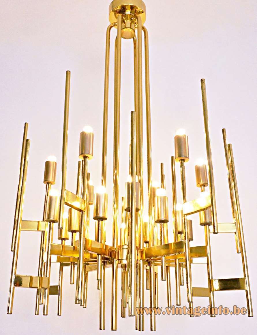 Brass tubular Sciolari chandelier with 18 light bulbs