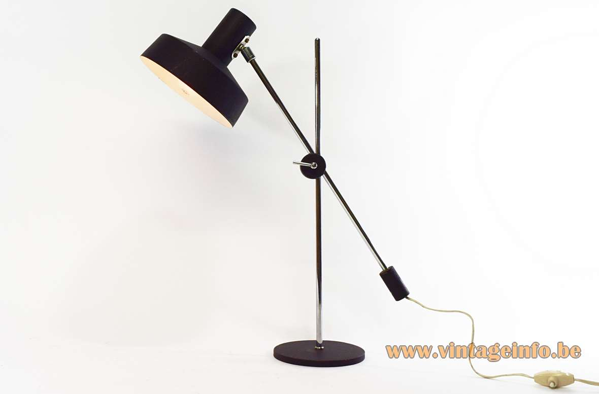 Counterweight Desk Lamp round metal base and lampshade, black wrinkle paint, 2 chrome rods 1950s 1960s MCM