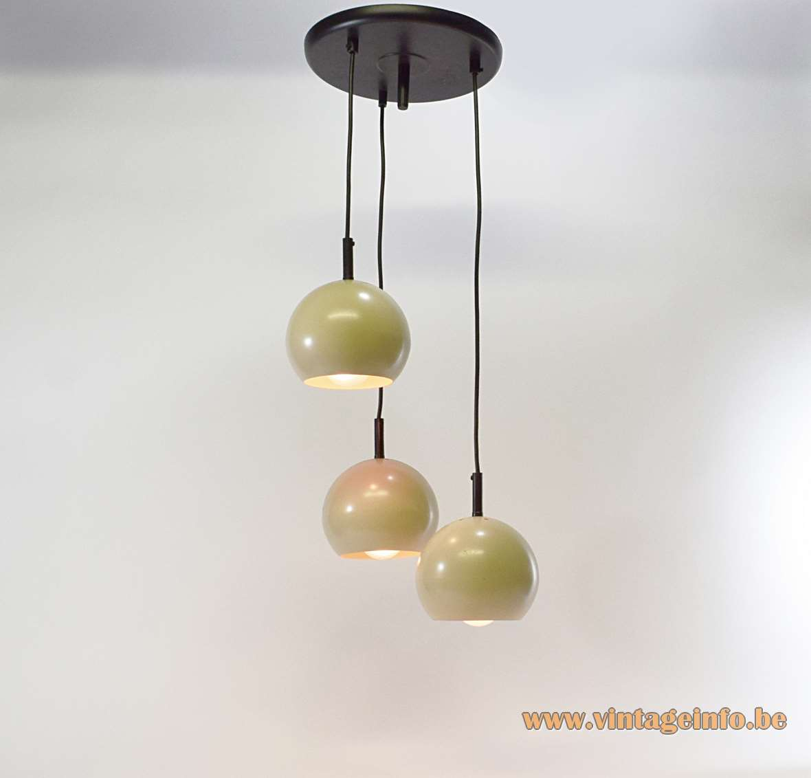 Eyeball Cascade Pendant Lamp 3 iron cream/ocher globes black metal ceiling mount Massive 1960s 1970s