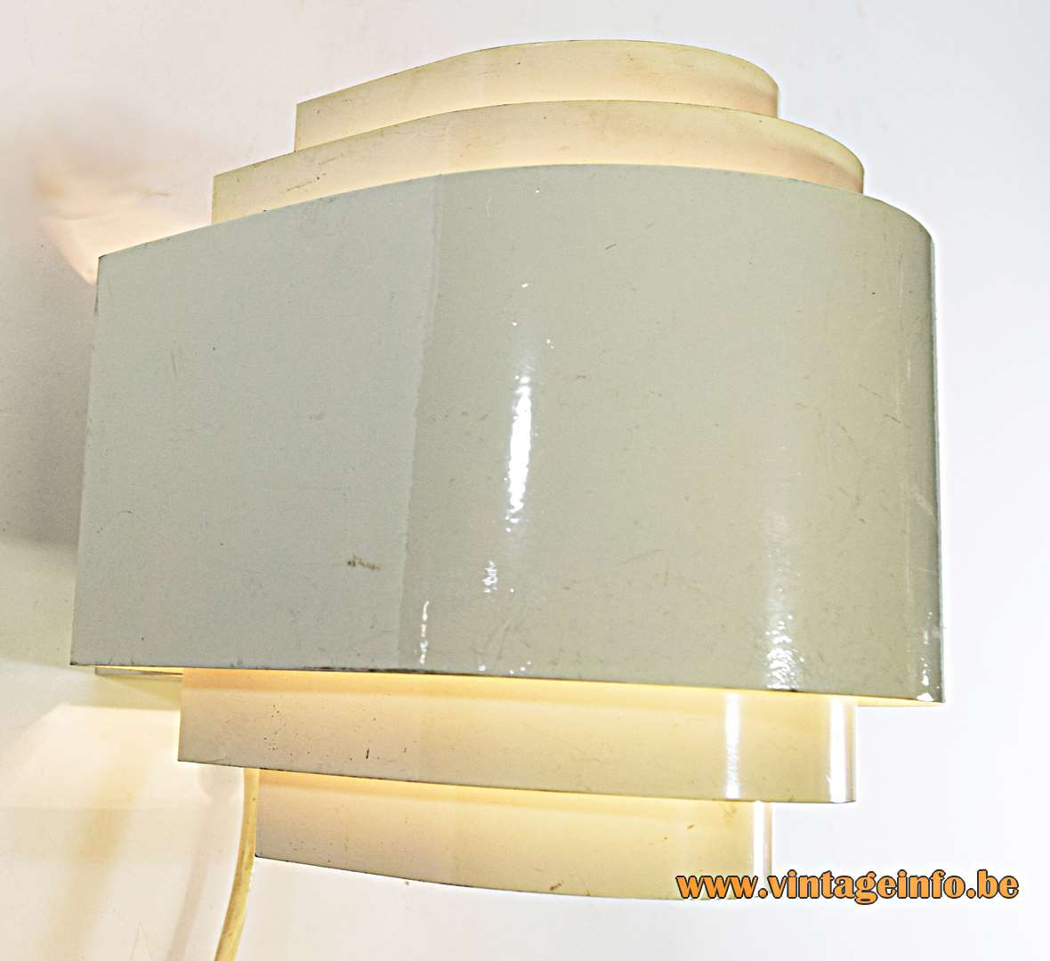 ANVIA wall lamp design: Jan Hoogervorst white painted curved metal slats lampshade 1960s E27 lamp socket