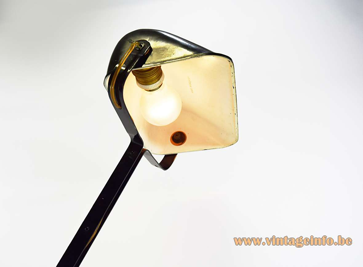 Erpé desk lamp 52 black cast iron base Bakelite lampshade art deco Bauhaus 1920s 1930s Belgium