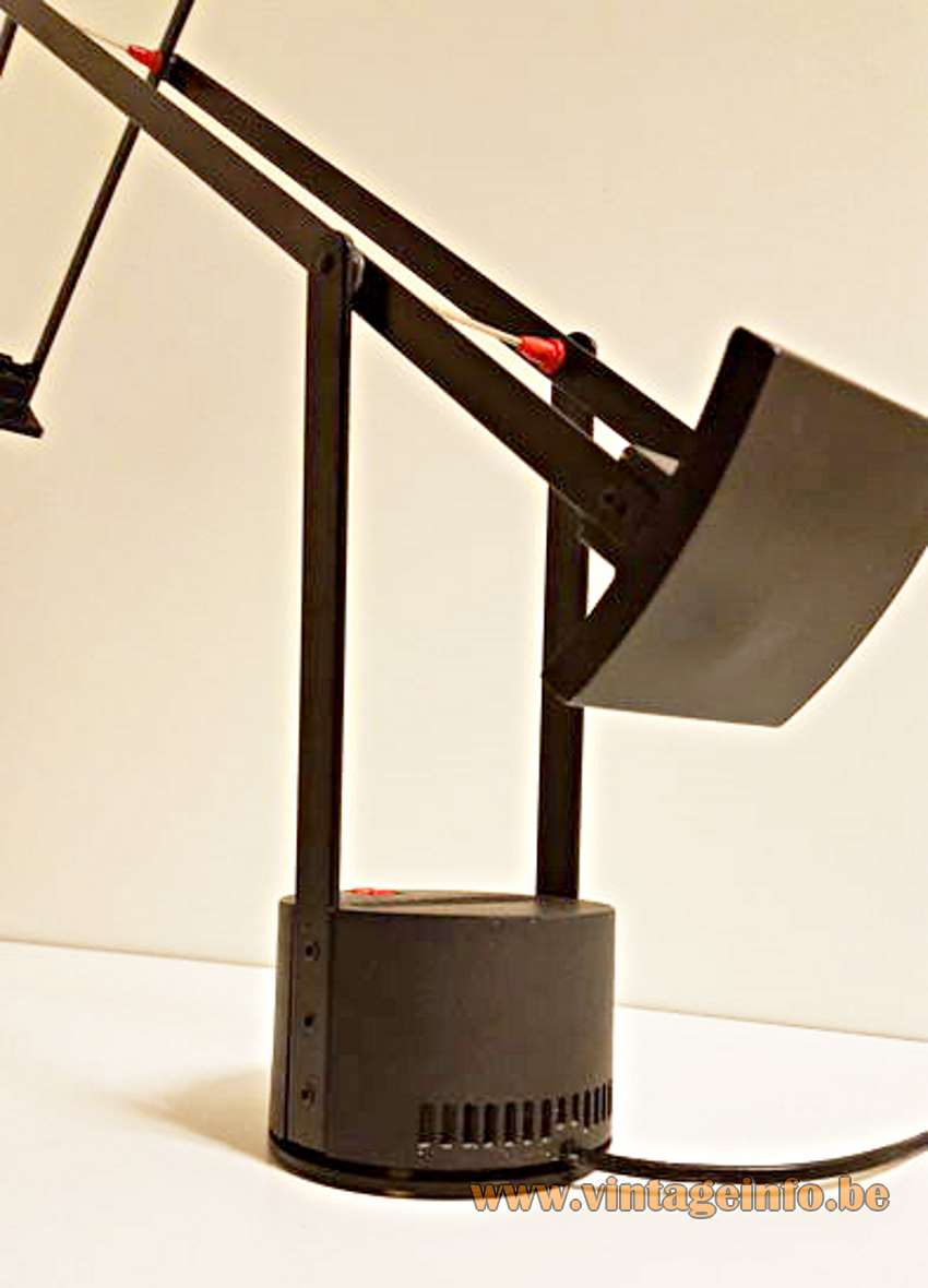 Artemide Tizio 50 Desk Lamp design: Richard Sapper 1971 black metal rods round base 1970s MCM