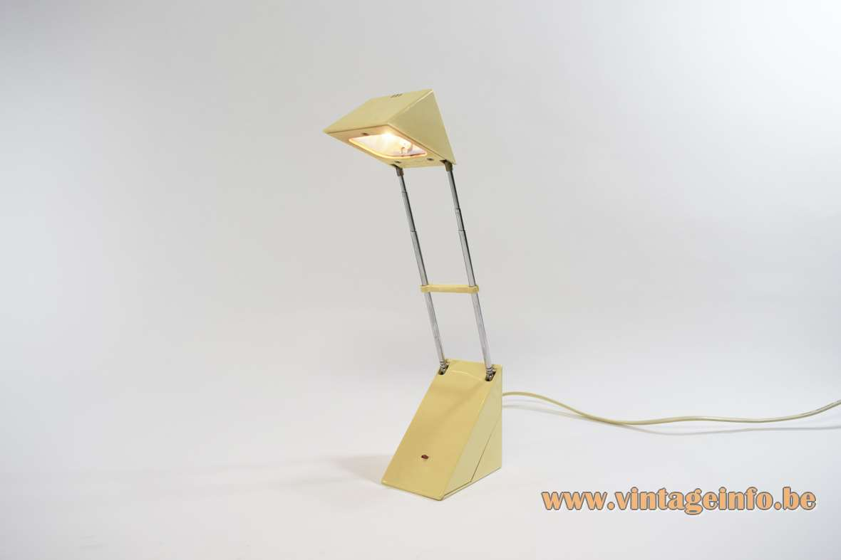 Triangular antenna desk lamp pyramid style plastic 2 extendable chrome rods Trendlight IKEA Brilliant AG 1980s Memphis