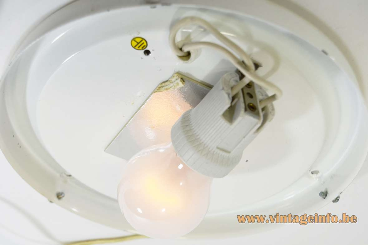 Peill + Putzler white striped round curved flush mount 1970s 1980s MCM Germany E27 socket - Inside