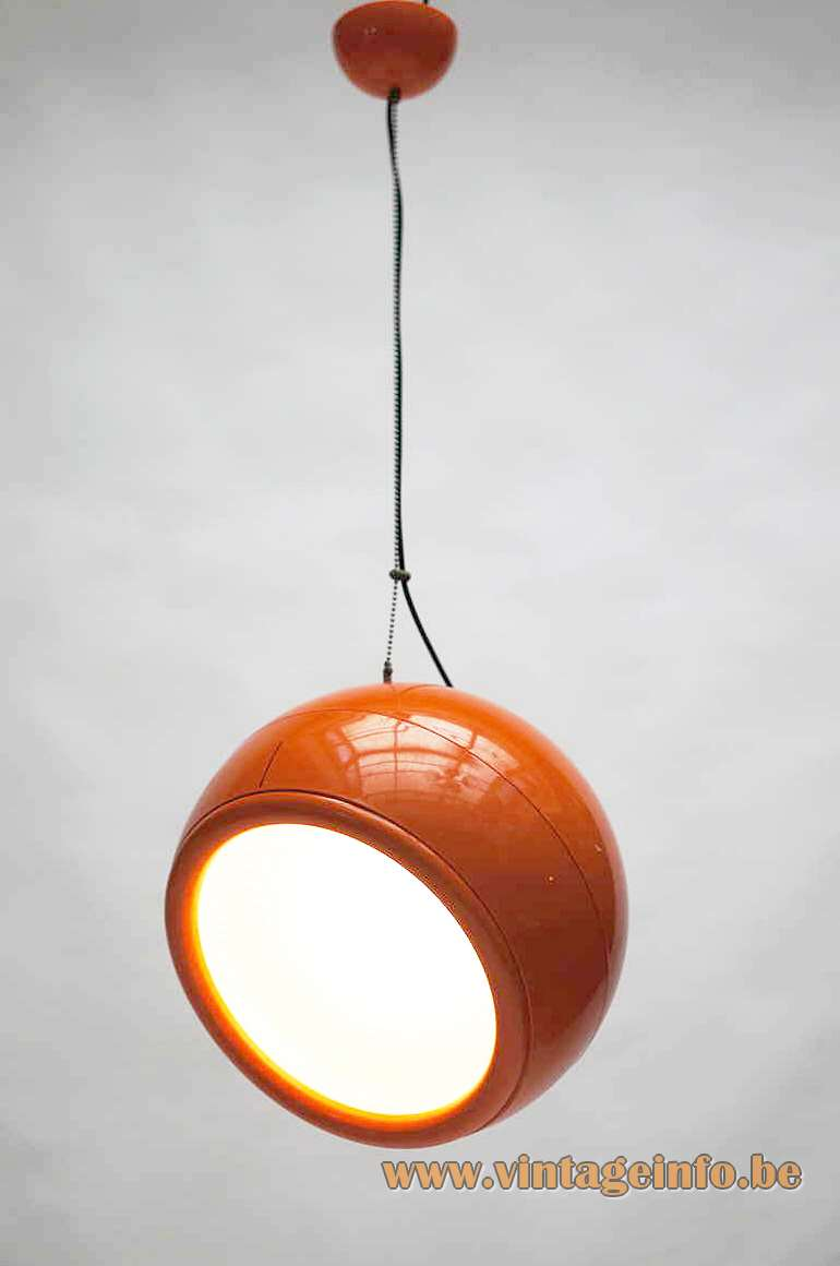 Artemide Pallade pendant lamp 1960s design by Studio Tetrarch, Adelaide Bonati, Silvio Bonatti, Enrico De Munari and Carla Federspiel.