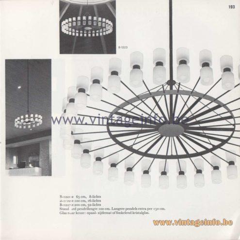 Raak Amsterdam Chandelier in crystal glass - Design fixtures: Van der Laan, Hermans, Van der Eerden, Kirch architects, Leiden, The Netherlands. B-1222