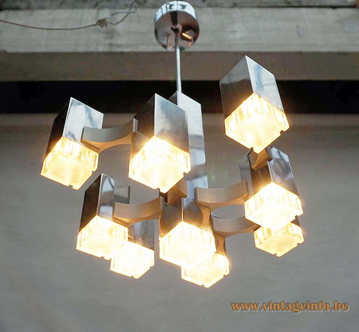 Gaetano Sciolari Cubic chandelier chrome square beams curved rods clear plastic diffusers 9 E14 sockets 1970s
