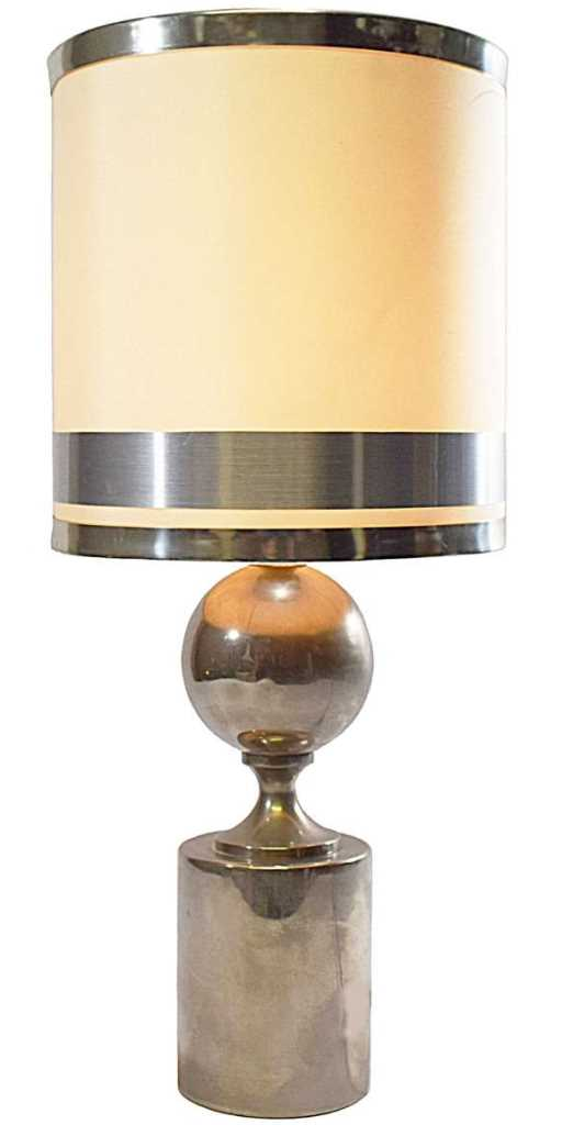 Round metal table lamp with a globe in the middle and a round lampshade with 3 rims B22 socket