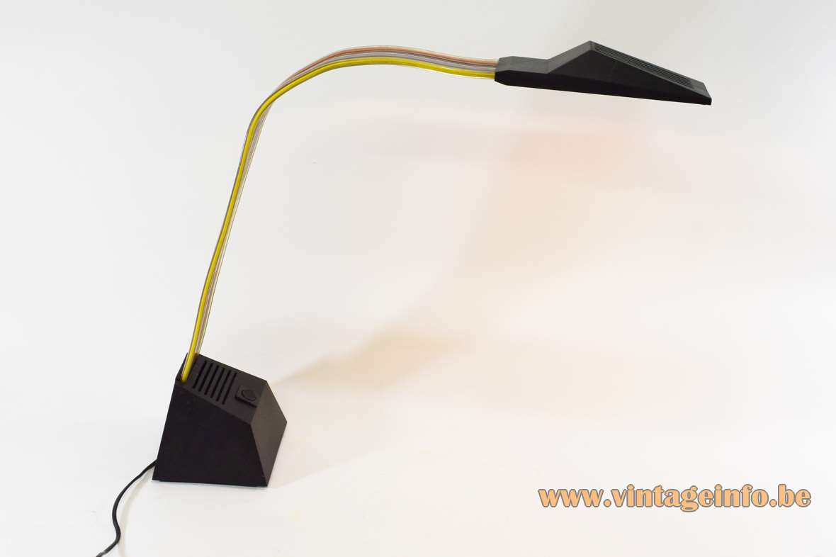 Stilnovo Nastro desk lamp 1984 design: Alberto Fraser fly curtain plastic ribbon black base lampshade 1980s