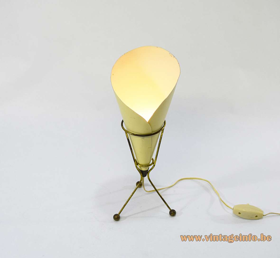 Calla table lamp tripod pale yellow conical chip bag lily flower lampshade 1950s 1960s Italy MCM Mid-Century Modern