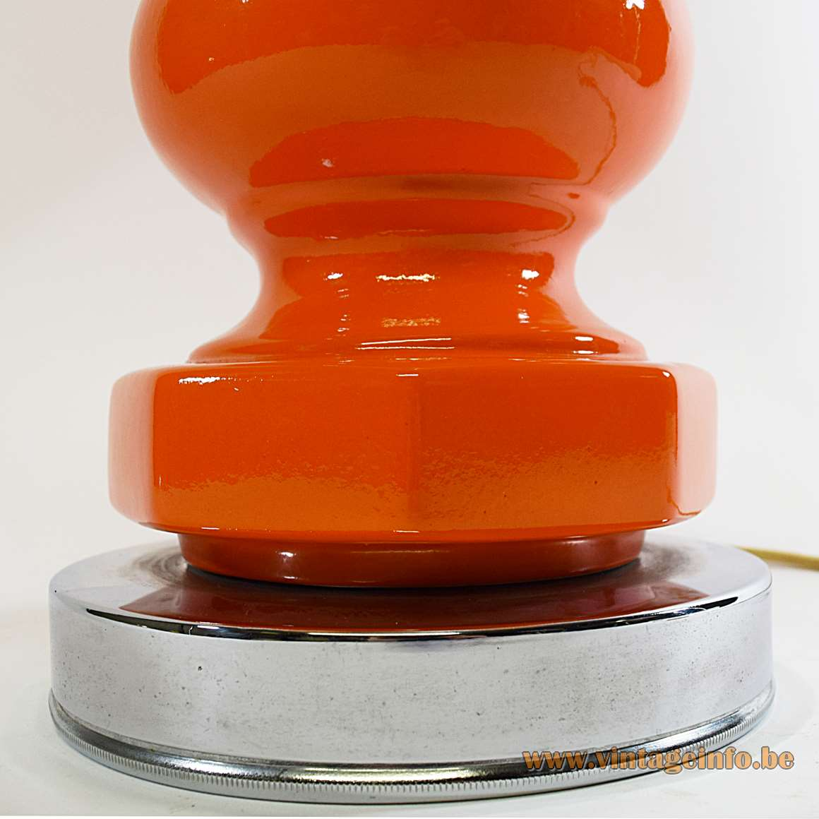 Orange and white ceramics geometric table lamp round chrome base hexagonal Barbier style globe 1960s 1970s MCM Massive