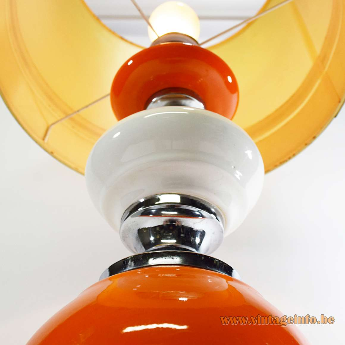 Orange and white ceramics geometric table lamp round chrome base hexagonal Barbier style globe 1960s 1970s MCM Massive