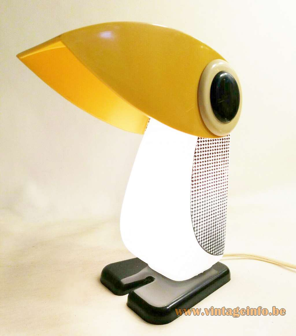 Ferrnando Cassetta penguin table lamp Simcha opal Empoli glass bird yellow head Tacman Manara 1970s Italy