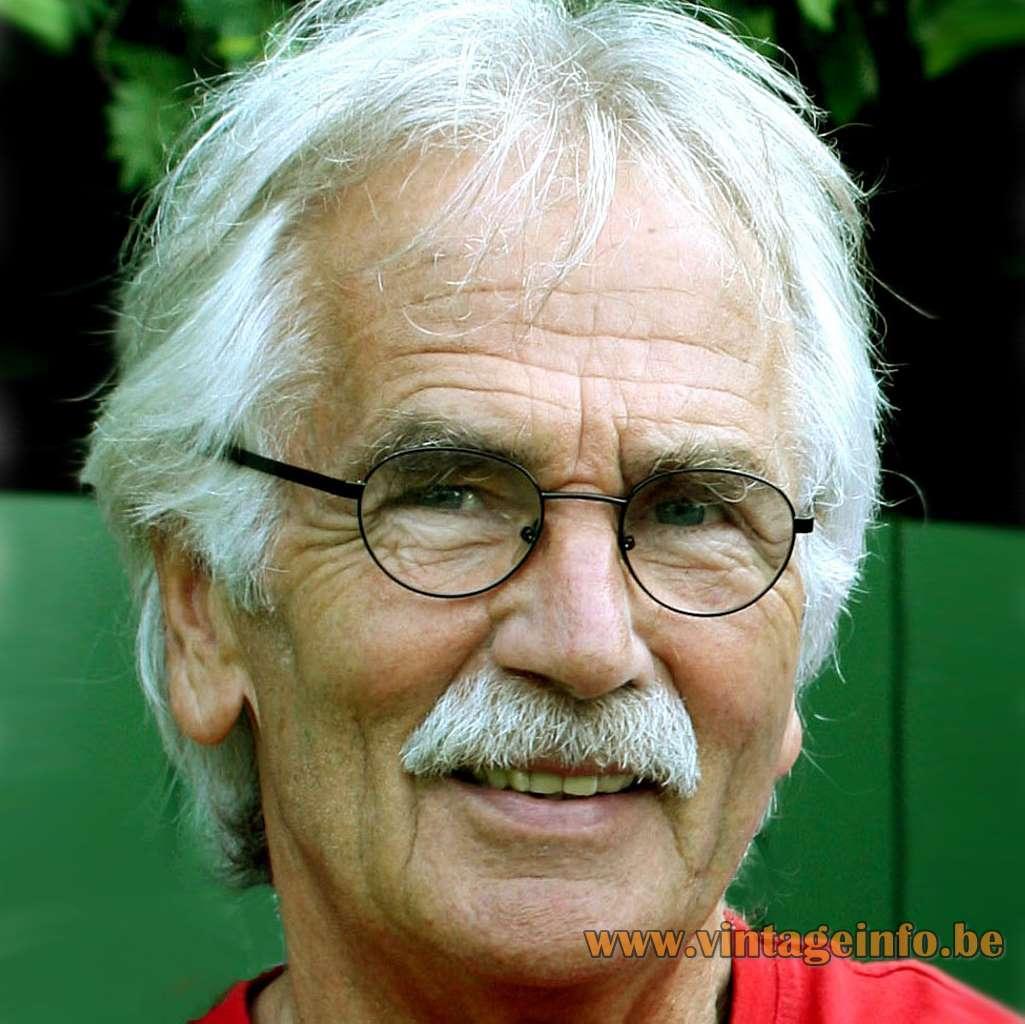 Rolf Krüger - Graduate designer Germany. Designer of the Staff Leuchten wall lamps Cross Oyster