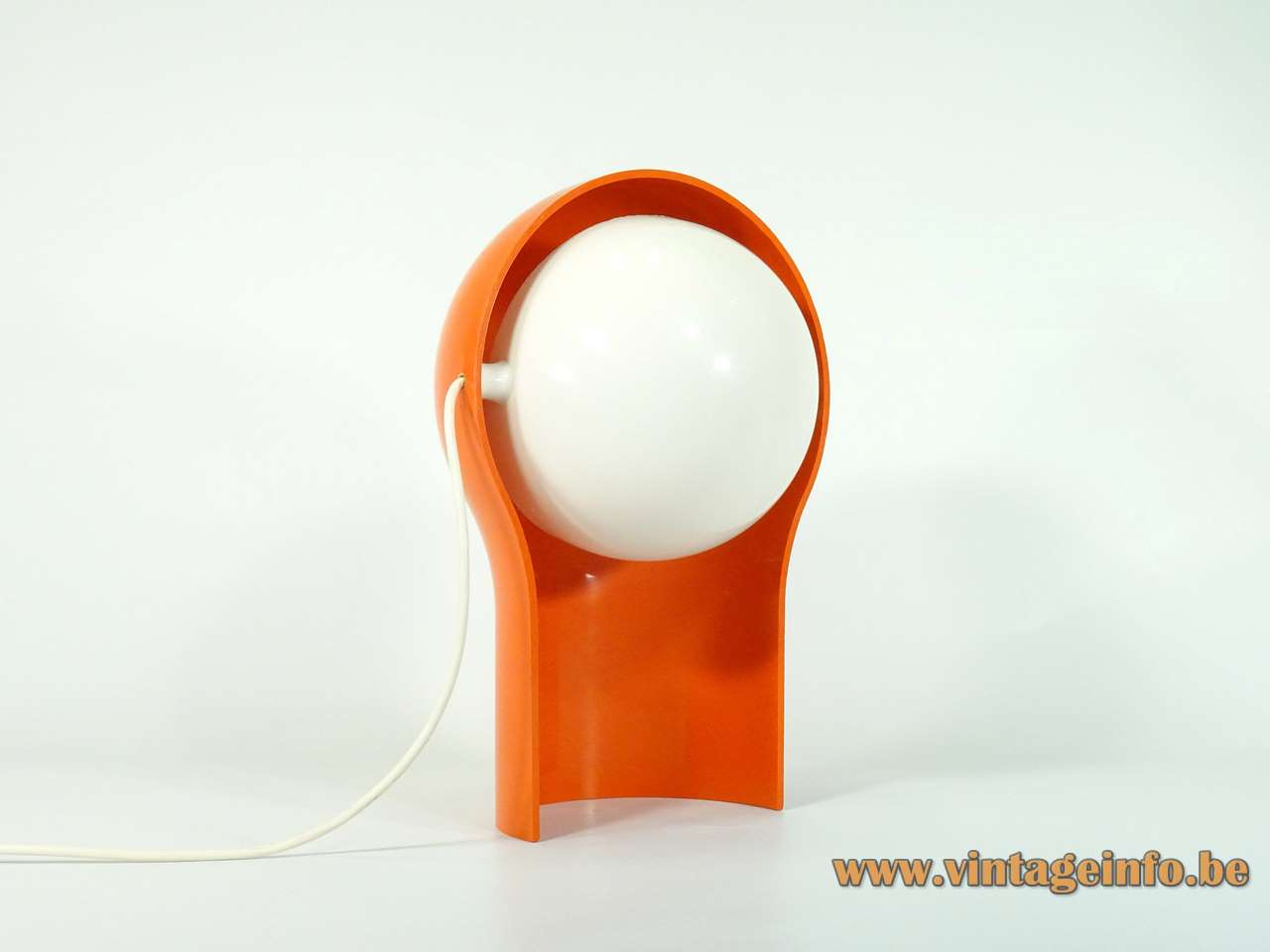 Artemide Telegono table lamp design: Vico Magistretti orange plastic base white lampshade diffuser 1960s 1970s Italy
