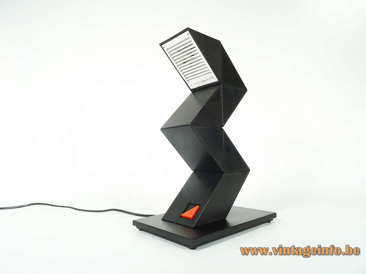 Zig Zag desk lamp black plastic adjustable light 1984 design: Shui Chan Massive E-Lite Z-lite 1980s