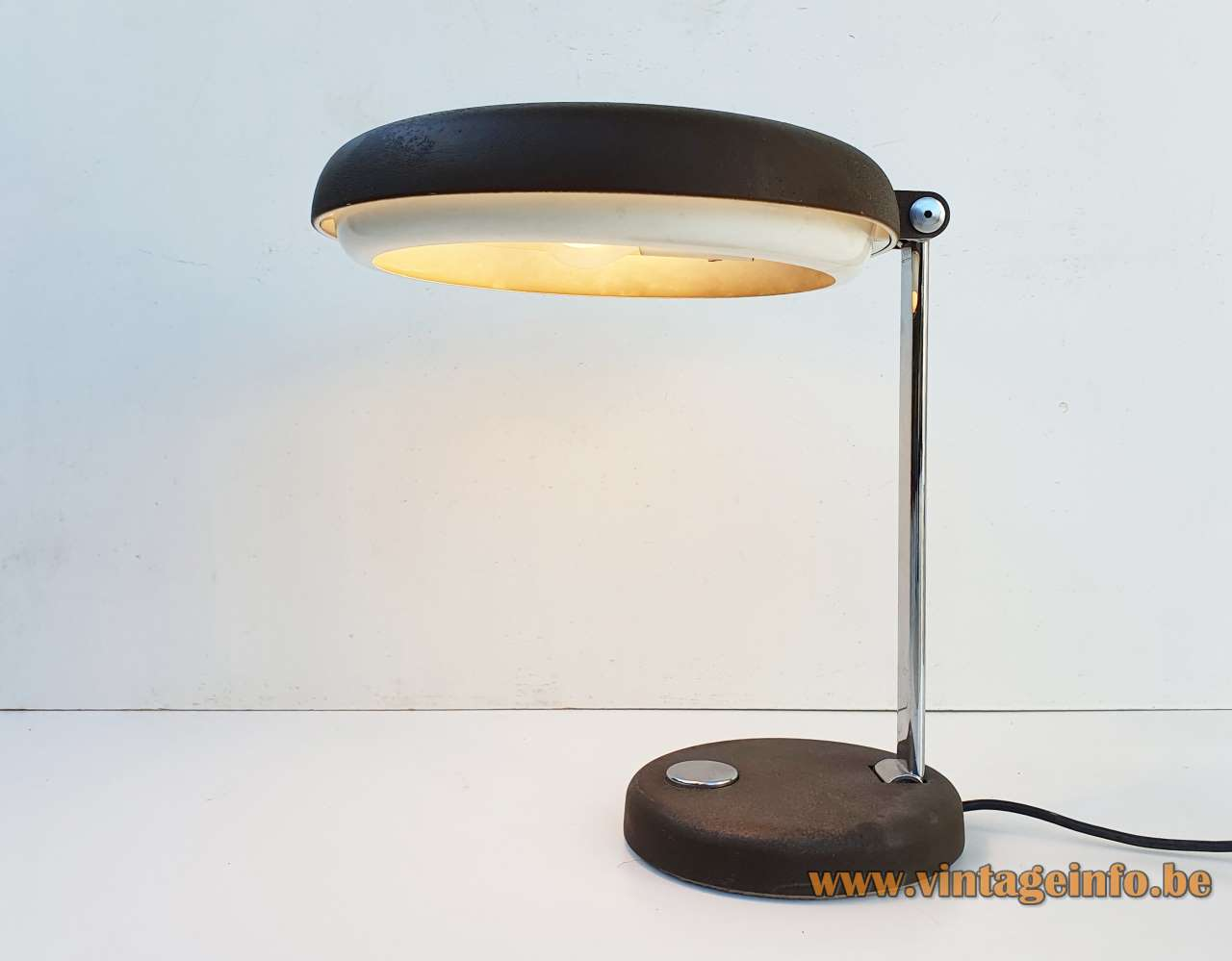 Hillebrand UFO desk lamp design: Heinz Pfaender black base & lampshade chrome slat 1970s Germany E27 sockets
