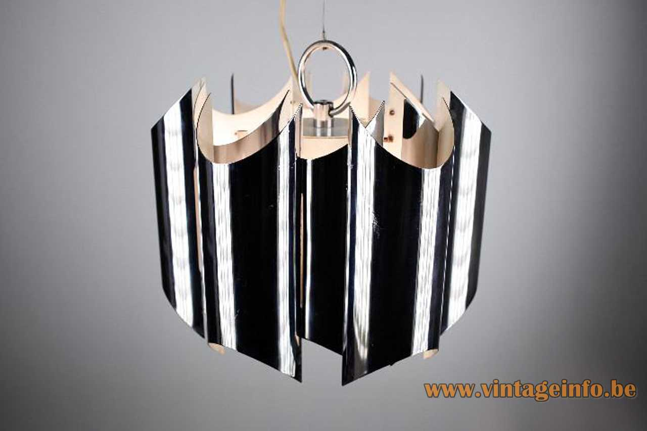 Reggiani curved chrome slats chandelier white metal inside steel cable 3 E27 sockets 1970s Italy