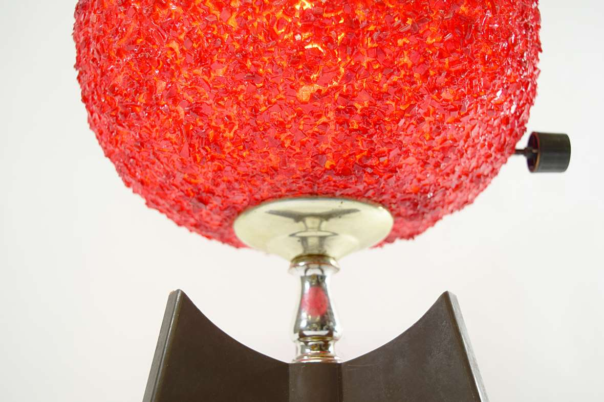 Sugar ball tripod table lamp red plastic swag globe spaghetti style rotary switch 1950s 1960s Italy