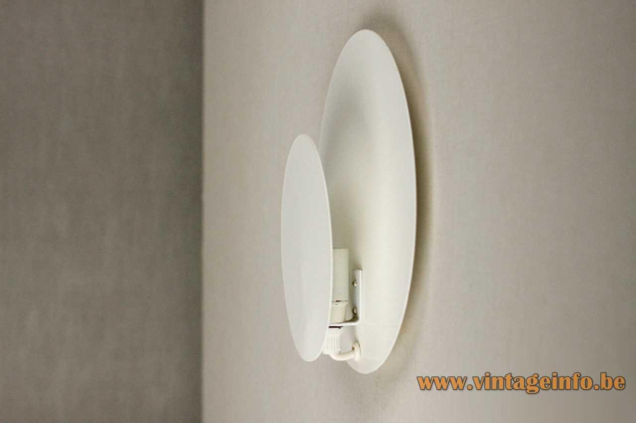 Darø Cirkel wall lamp 2 white metal discs eclipse style circles E14 socket 1980s Denmark vintage