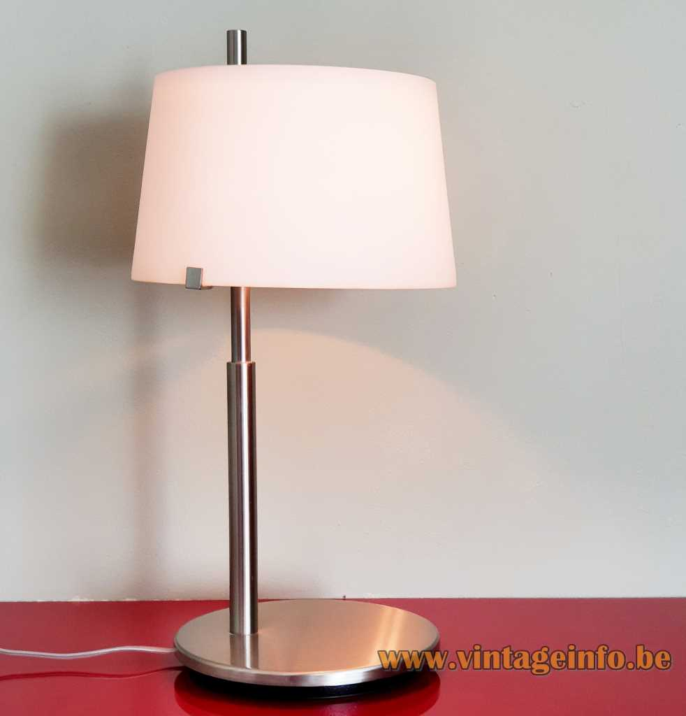 FontanaArte Passion table lamp 2004 design: Studio Beretta Associati nickel-plated metal conical opal glass lampshade