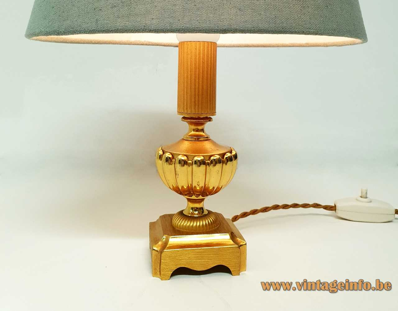Classic brass Sciolari table lamp square base metal urn ribbed rod 1960s 1970s Italy