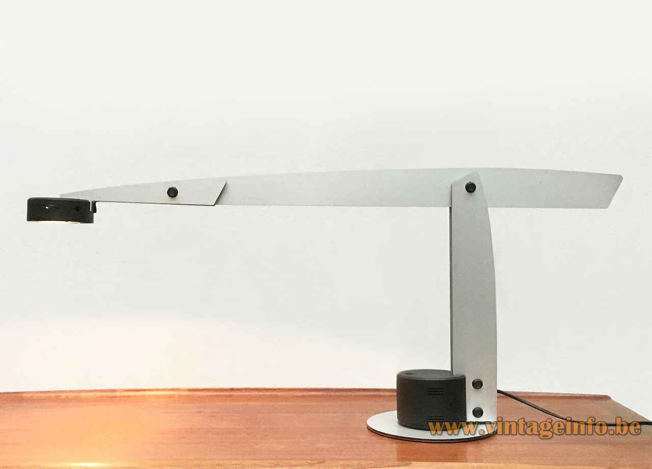 Quattrifolio Flat table lamp round base & lampshade adjustable aluminium slat rods 1995 design: Ewald Winkelbauer Italy