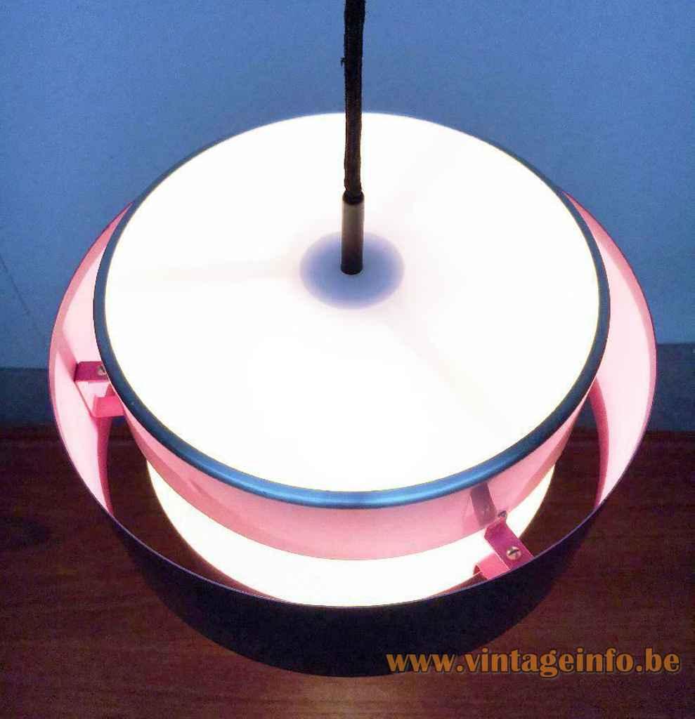 Fog & Mørup Saturn pendant lamp round black & aluminium lampshade magenta inside design: Jo Hammerborg top view