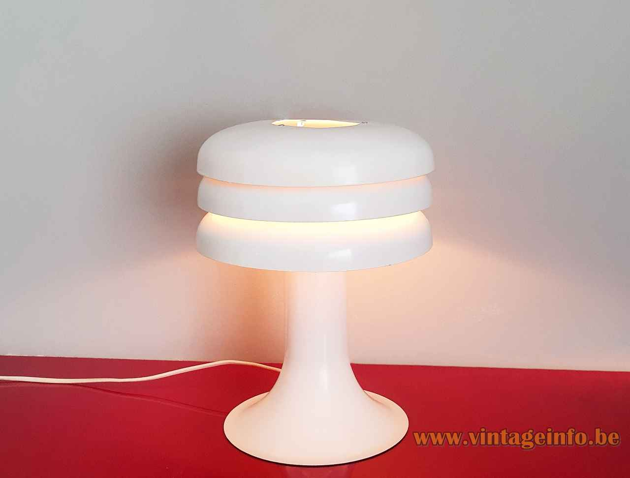 White Lamingo BN 25 table lamp design: Hans-Agne Jakobsson aluminium base 3 stacked rings lampshade 1960s